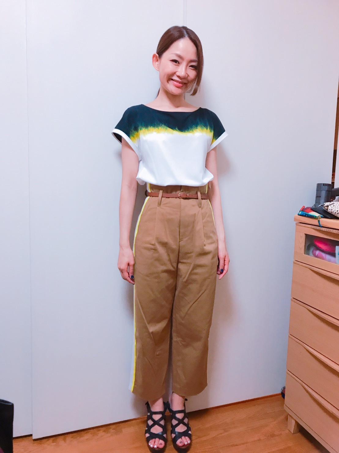 【オークション販売】ベージュパンツ&白トップス