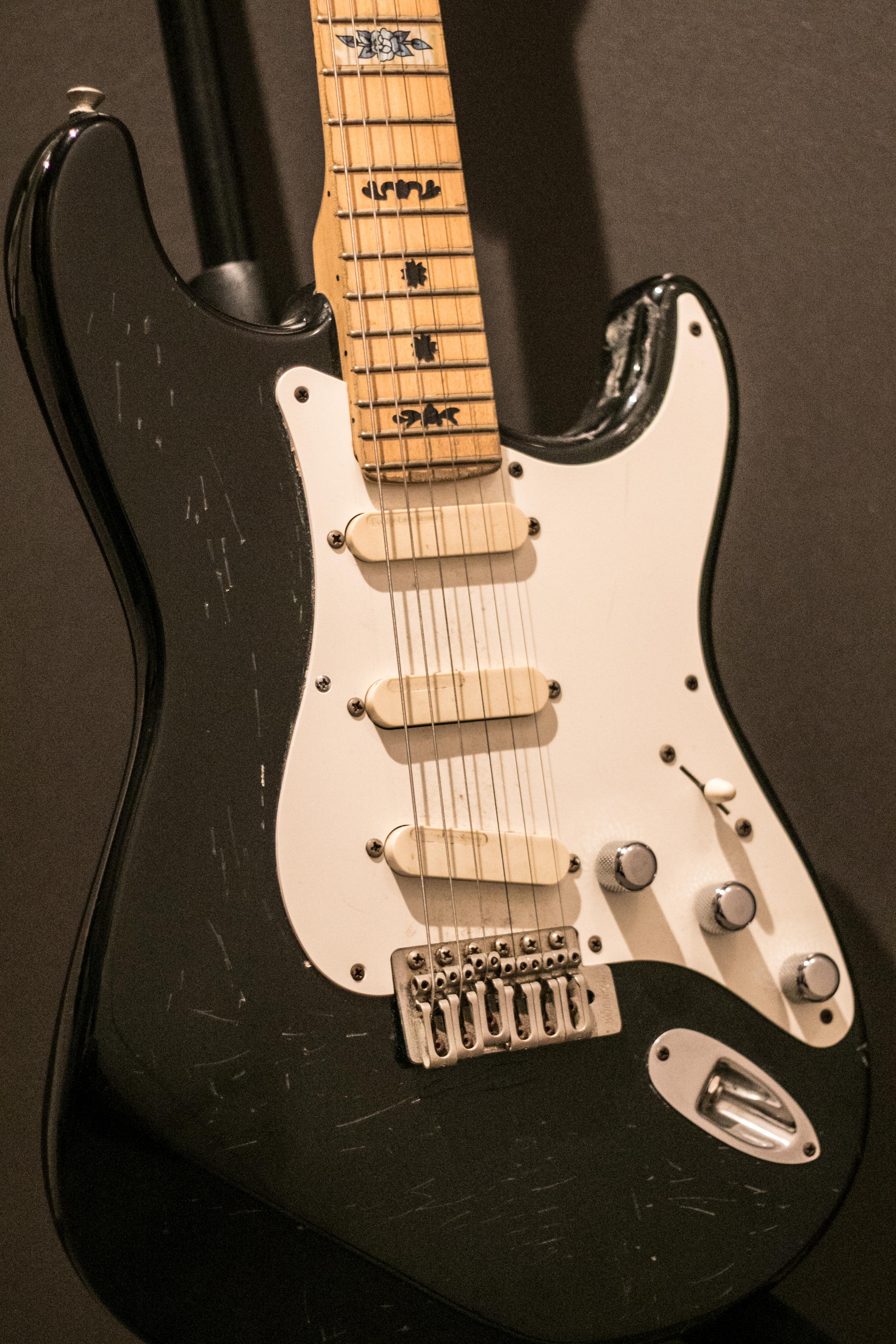 【オークション】かつてライブやレコーディングで使用した壮太のエレキギター