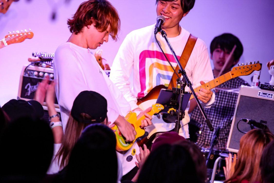 バカワゴンツアーファイナル新横浜公演で使用したMALのエアギター(アン◯ンマンギター)